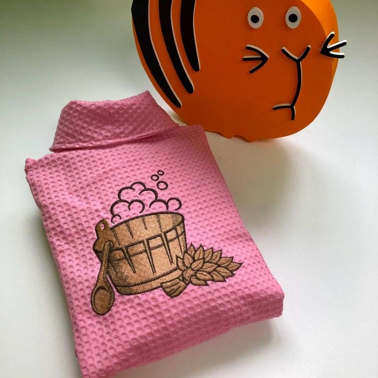 Халаты с вышивкой Женский вафельный халат розового цвета, размер 42-44